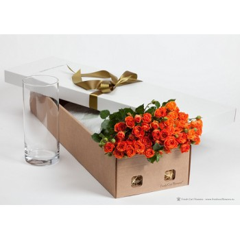 Кустовые розы в подарочной коробке!
